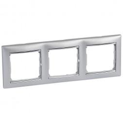 Рамка 3-постовая Legrand Valena алюминий/серебряный штрих 770353
